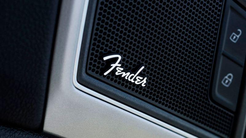 Sistema de sonido Fender con subwoofer y 12 bocinas