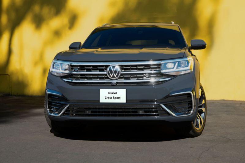 Nuevo logo Volkswagen en parrilla delantera y cajuela