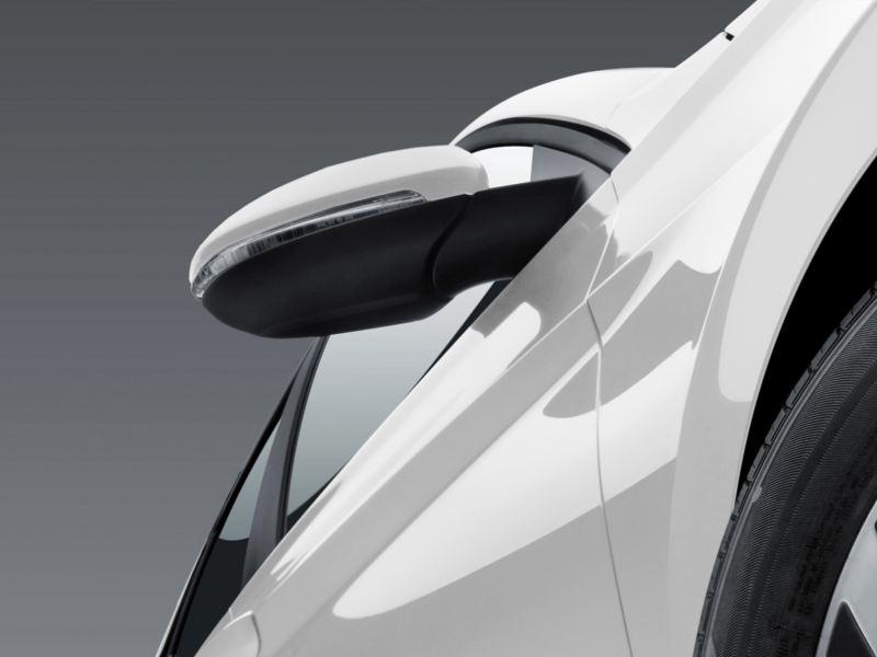 Espejos laterales con ajuste eléctrico, con calefacción y memoria